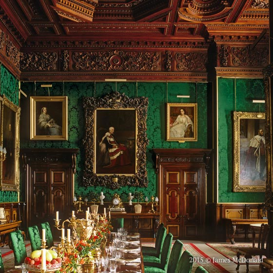 Castle Dining Room: Specialists In The Art Of Decoration